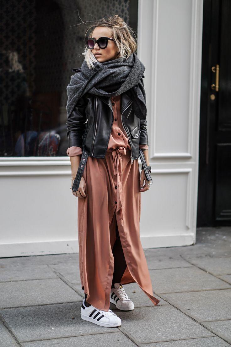 """Dieses Outfit fühlt sich ein bisschen """"Ich möchte mich im Sommer kleiden, aber es ist Winter"""". Ich kam immer noch ohne Strumpfhosen heraus! Es war Samstag, draußen war ein großer blauer Himmel, ich fühlte mich wie"""
