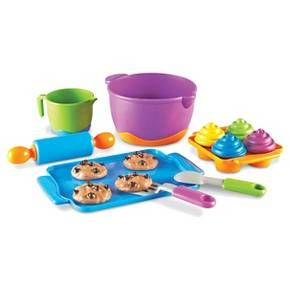 Little bakers will flip for this modern bakeware including easy-to-grip handles on the measuring cup, mixing bowl, and trays, to bake scrumptious cupcakes & cookies! A colorful rolling pin, mixing spoon, and spatula complete your bakeware set. Ages 2+