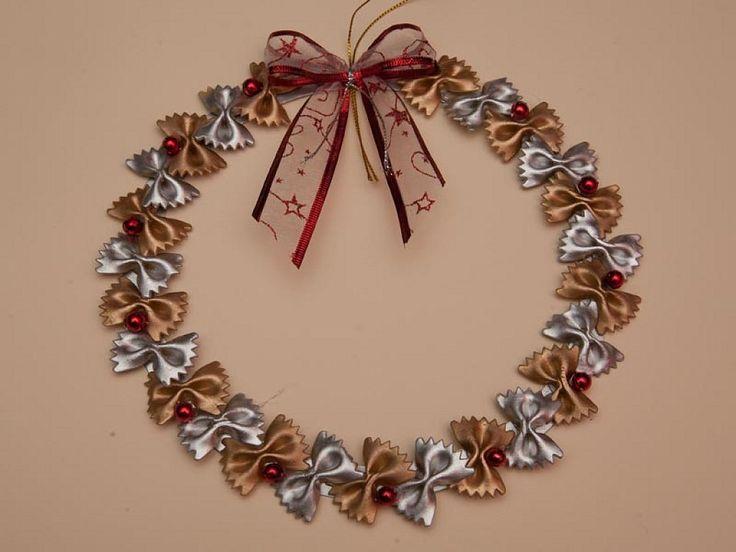 Adornos navideños de pasta alimentaria | Aprender manualidades es facilisimo.com