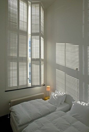 Lamp slaapkamer pinterest : Slaapkamer Jasno Shutters & Blinds Ray of ...
