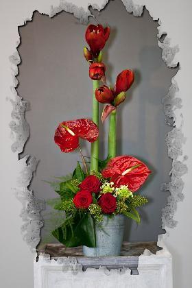 Fournier - compositions-fleurs-coupees, L'art floral : Chez Fournier, on apporte beaucoup d'attention sur le travail artistique de la fleur coupée ! Moderne, classique, étagée, structurée, chaque composition est une oeuvre d'art unique où l'harmonie des couleurs est étudiée jusque dans les moindres détails ! Pour vous servir au mieux, vous pouvez même rapporter des éléments à intégrer dans votre composition, voir la photo ci-contre de la composition florale.
