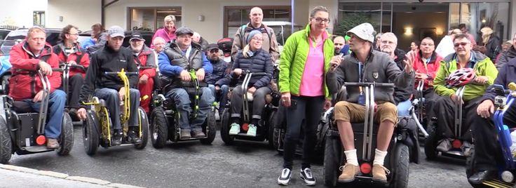 Behinderte Menschen mit eingeschränkter Mobilität erfahren mit dem Sittingbull der Rollstuhl Segway bisher ungewohnte Freiheiten am Strand auf Schotter Gelände