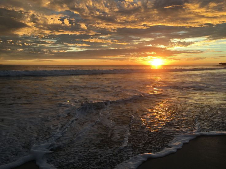 Breathtaking moment at sunset gazing out over the #pacificocean from @wpuntademita #beach this past February.  #puertovallarta  #puntademita #mexico #pacificbeach  #nayarivera #lawoftravel #wanderlust #worldtraveller #instatravel #travel #solotravel #bandera #travelphotography #sunset