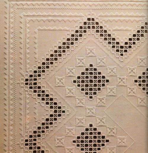 Ricamo di Hardanger: Tovaglietta quadrata ricamata