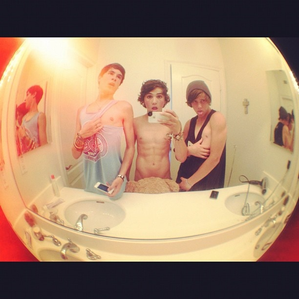 Kian, Sam, & Jarrad.......is Sam naked?