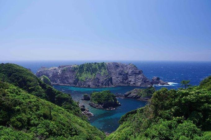 南伊豆「ヒリゾ浜」  ここ、セブ島でも沖縄でもなく、伊豆なんてす!南伊豆にある「ヒリゾ浜」がまるでセブ島のように美しいと話題に。伊豆屈指の透明度を誇る海水は、海外のビーチにも負けない美しさ!