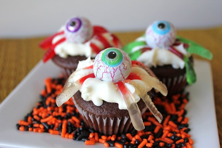 creepy crawly cupcakes   Fall inspiration   Pinterest