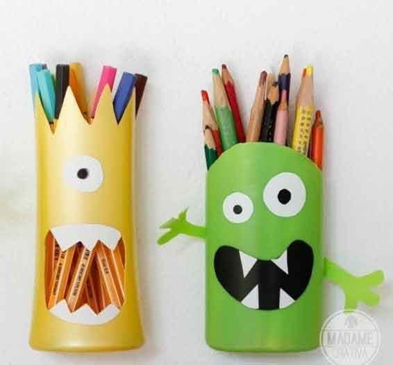 Porta lápis de frascos de shampoo.