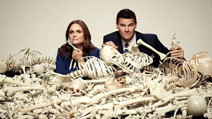 Bones - Temperance Brennan è un'antropologa forense e romanziera, Seeley Booth un agente dell'FBI ex cecchino e con il pallino del gioco d'azzardo.