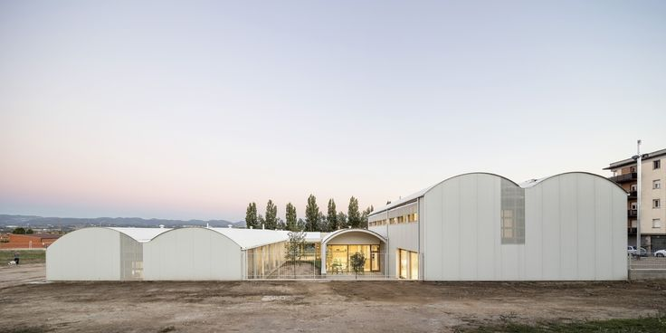 Psychopedagogical Medical Center  / Comas-Pont arquitectos