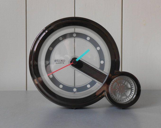 Reloj del escritorio del cuarzo SEIKO Vintage Japón. Negro y plástico de Lucite. década de 1980 de los años 80 la década de 1990 los años 90 japoneses modernos diseño minimalista minimalista estilo de Memphis