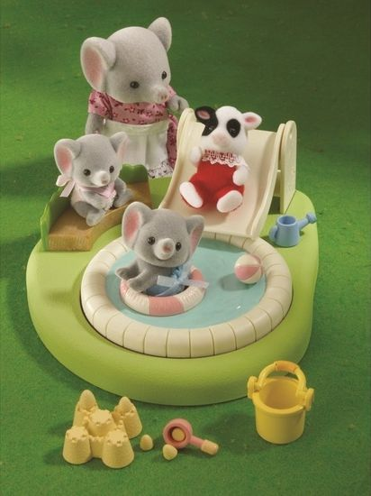Sylvanian Family Baby Paddling Pool & Sandpit Set.