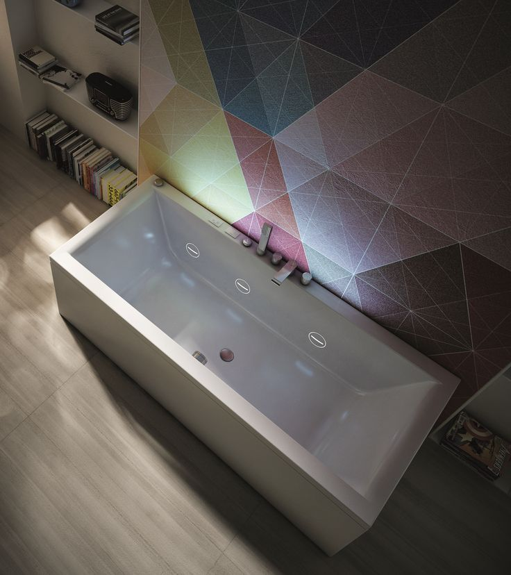 In Mia #bathtub the flush-fit nozzles feature the cutting-edge Cromoexperience,which exploits the stimulating and lenitive properties of the basic colours. And it's wonderful by night! #design #bathroom