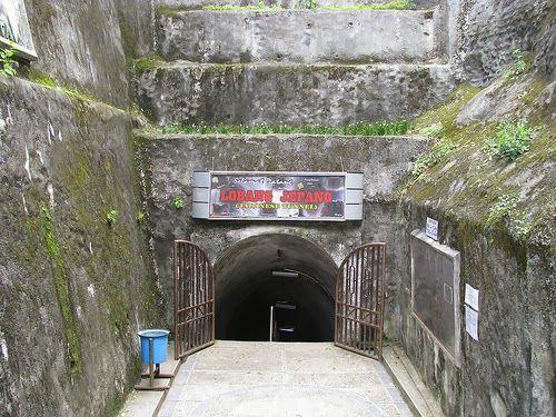 Lubang Jepang ini merupakan peninggalan bangunan berupa gua bawah tanah yang digunakan bangsa Jepang untuk tempat pertahanan serdadu Jepang. Lubang Jepang ini didirikan pada masa Jepang di tahun 1942-1945. Pada saat Jepang menjajah bangsa Indonesia, pembangunan Lubang Jepang yang dilakukan dengan cara Romusa atau kerja paksa.