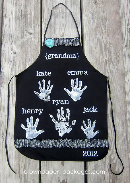 Handprint Apron...sweet Mother's Day idea from the kiddies to their Nanny!!