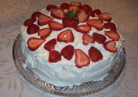 Traditional Norwegian Birthday Cake.   Another pinner said: Our dad used to make these. In between all the thin sliced layers he spread pureed peaches and fresh whipped cream. then topped with fresh whipping cream and slices of peaches. Great memories!!