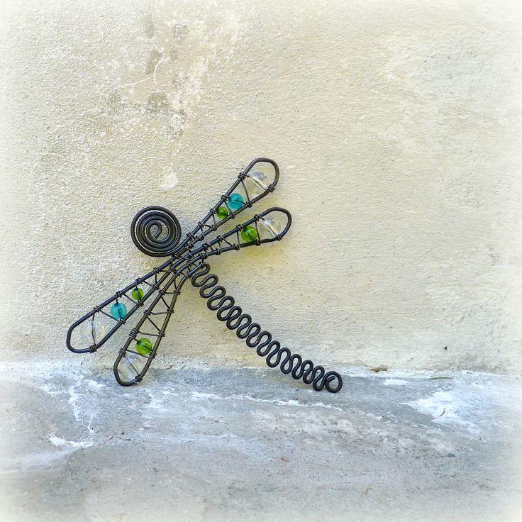 Odonata+třpytná+:)+vážka+o+velikosti+cca+13x13+cm+je+vytvořena+z+černého+drátu,+dozdobena+třpytnými+korálky+v+barvách+tyrkysová,+zelená,+č…