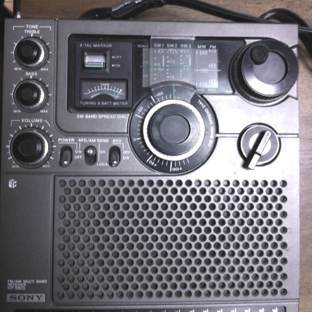 Sony Skysensor 5900(ICF-5900)  @Oct. 1975. It's Double Superheterodyne receiver.