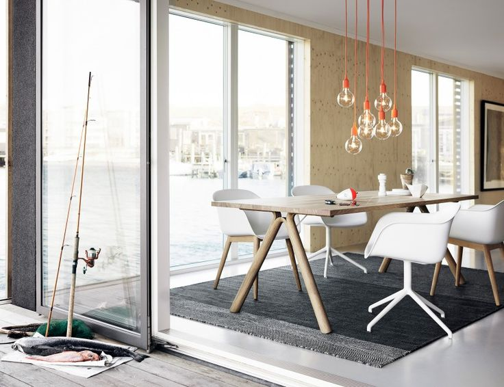 Muuto Fiber Chair wood with Split table and E27 pendant lamps.