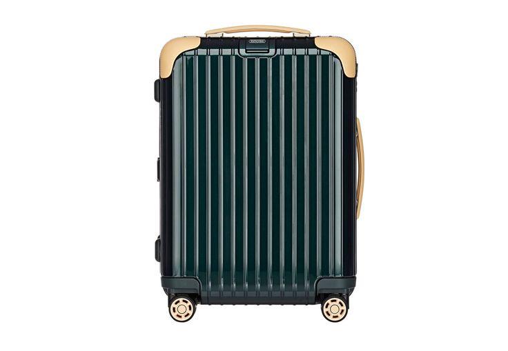 Valise: Décembre 2015 - Valise cabine, Rimowa. DR / Suitcase: December 2015 - Cabin suitcase, Rimowa. DR @plumevoyage     www.barneys.com #valise #suitcase #voyage #travel #plumevoyage #rimowa #barneys