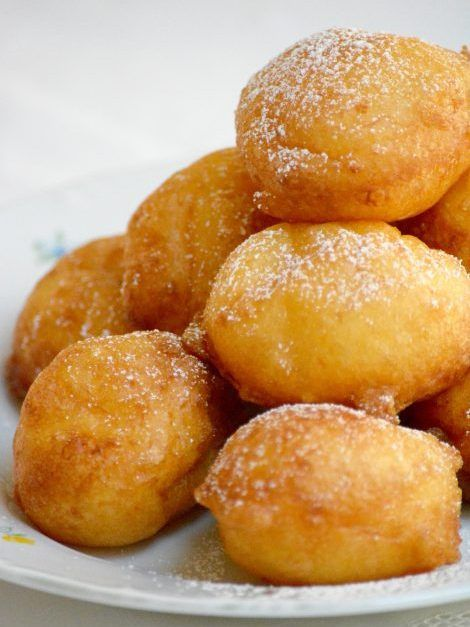 Hungarian cottage cheese donuts (Túrófánk) are very easy to make, ideal for beginners. A quick dessert recipe, it takes only 15 minutes to prepare. The dough does not contain yeast, just a small amount of baking soda, so you do not need to