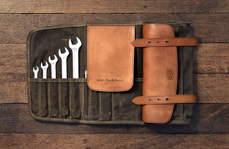 onemanscase:  All a Boy needs. Deus x, Makr tool roll by Deus Ex Machina