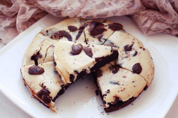 Фото к рецепту: Шоколадно-банановый брауни-чизкейк