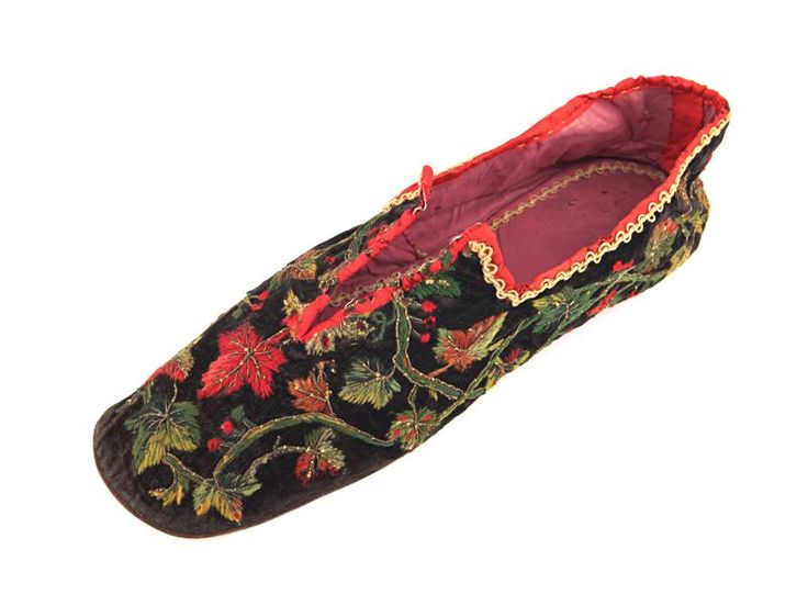 Men's home shoes with black velvet uppers, decorated with embroidery and golden thread, 1860-65