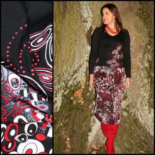 """Šatů není nikdy dost! Šaty na pátek i na svátek... Delší projmutý živůtek černé barvy, který krásně prodlouží postavu má dlouhé rukávy a výstřih do """"V"""". Sukně je ze splývavého úpletu černo-bílo-červené barvy/červená není ostrá!/. Sukně je vsazena vetšími sklady, v oblasti boků, je pohodlná, krásně splývá. Je podšitá, takže zajišťuje pohodlné ..."""