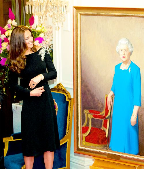 Duchess Catherine / Kate Middleton style,  looking gorgeous as always,  viewing a portrait of Queen Elizabeth
