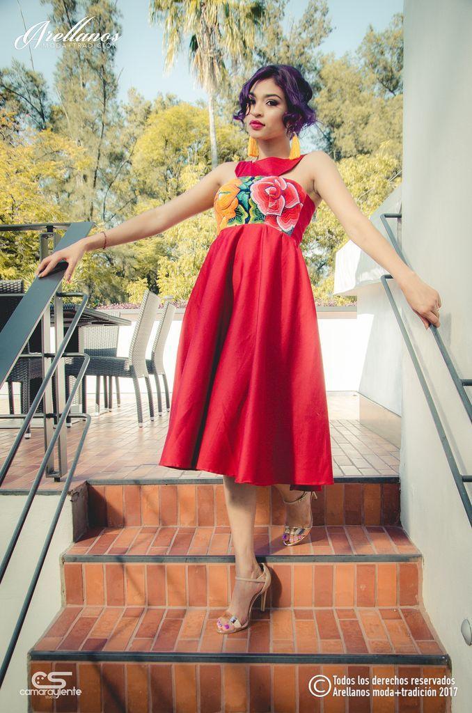 Dalila - Arellano's - Folklor a la Moda-Tela: Algodón gabardina strech Tipo de bordado: A mano con aguja Región en la que se elabora: Istmo de Tehuantepec Diseño:Vestido con corte imperio