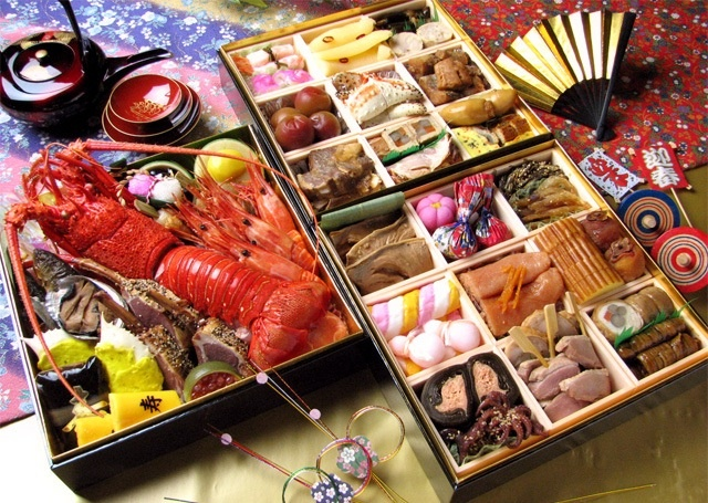おせち料理 Osechi-ryori: Osechi-ryori are specially prepared New Year's dishes to be eaten during the first three days of January