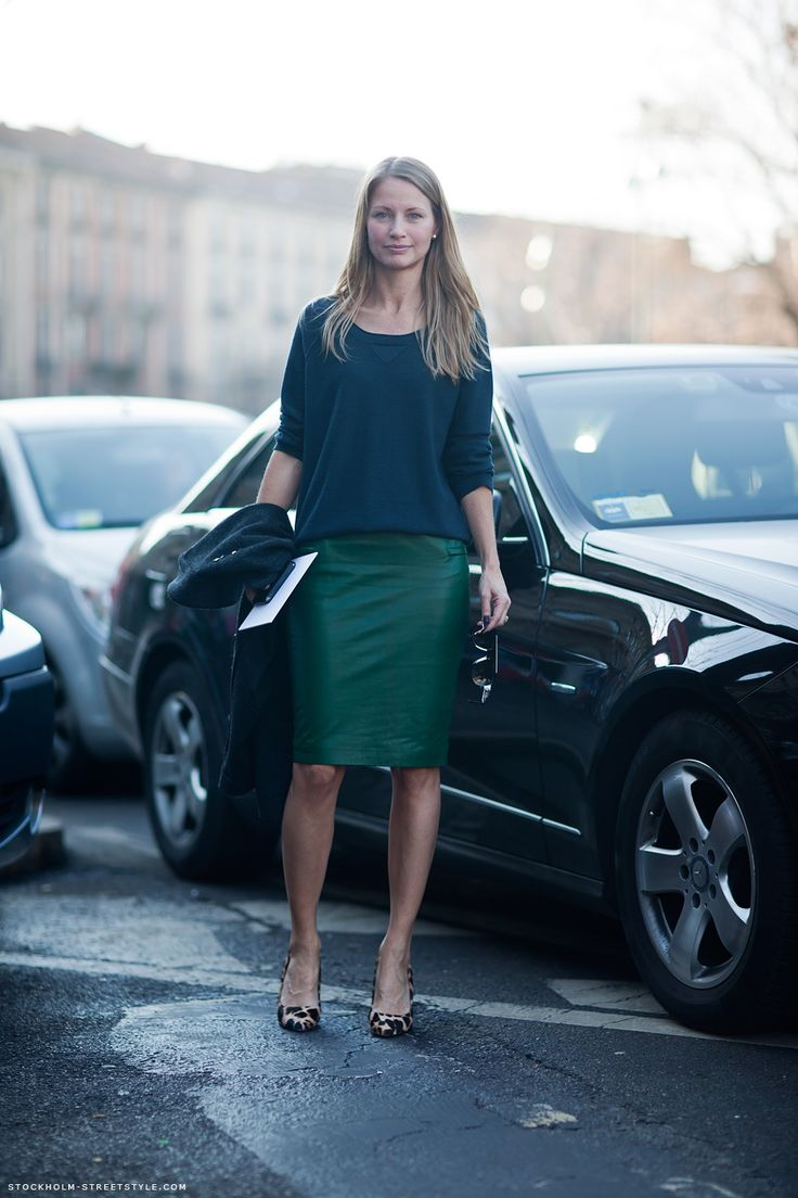 leather pencil skirt, slouchy sweatshirt, leopard print heels - how she manages to make an essentially basic outfit look so chic is a mystery. hope i figure it out eventually.