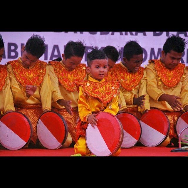 regram @wyndii Penari rapa'i cilik #wisataaceh #acehstyle #son #dancer #tradisional #aceh #iloveaceh #amazing #wisataindonesia #indtravel #travel #visitaceh #indonesia