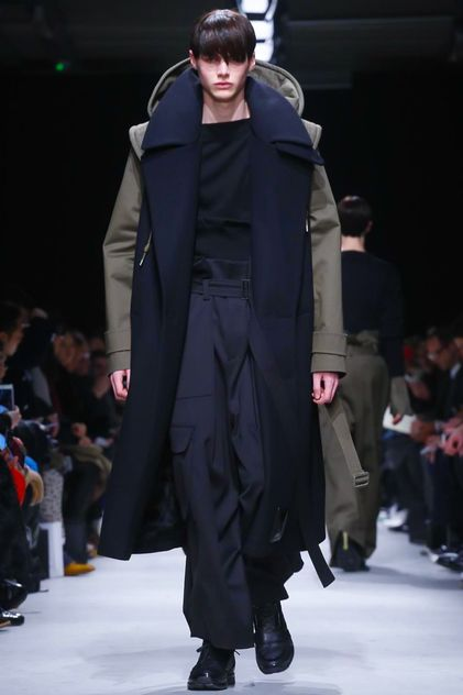 Juun J. Menswear Fall Winter 2015 Paris.  Here is something else to feed my new coat obsession.  The military green with navy is brilliant!