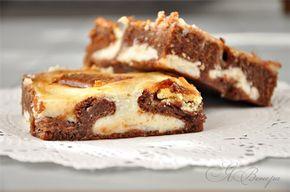 Брауни с крем-чиз, сгущенкой и шоколадом. Тесто: Шоколад – 1 плитка (100 гр.) Масло сливочное – 170 гр. Сахар – 1 стакан Яйца – 3 шт. Ванильный сахар Кофе – 2 ст.л. Мука – 1 стакан Разрыхлитель для теста – 1 ч.л. Заливка: Горький шоколад, белый шоколад - по одной плитке (по 100 гр.) Сгущенка – 400 гр. Сливочный творожный сыр – 150 гр. Ванильный сахар Крахмал – 1 ст.л.