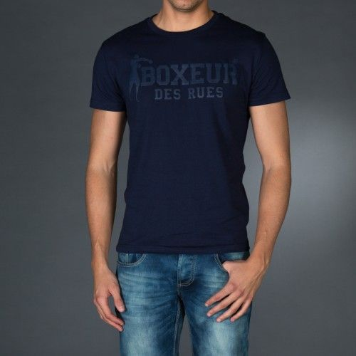 Round neck t-shirt with logo print in contrast color on front and back.Application on right sleeve of an embroidered patch for personalization.  € 23.90