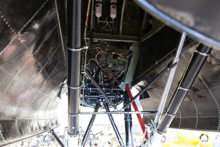 Detail inside landing gear