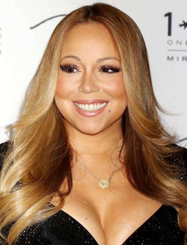 Mariah Carey Partied In Vegas With A Giant Cutout Of Boyfriend James Packer's Head