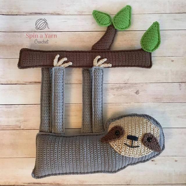 Kijk wat ik gevonden heb op Freubelweb.nl: een gratis haakpatroon van Spin a Yarn crochet om deze toffe luiaard te maken https://www.freubelweb.nl/freubel-zelf/gratis-haakpatroon-luiaard-2/