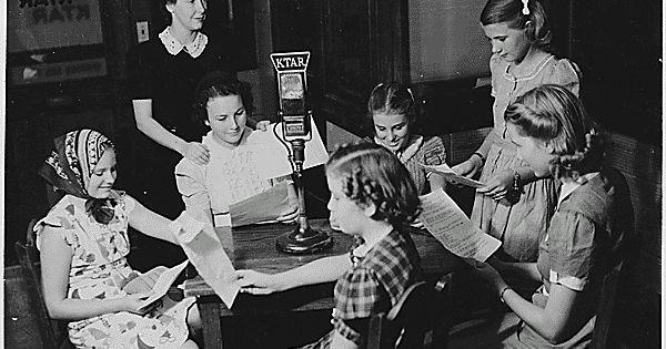 http://ift.tt/2jfD55R http://ift.tt/2jfvOmL  El Consejo Profesional de Radio de Argentores invita a autores de todo el país a presentar libretos para el 14º Concurso de guiones del Ciclo 2017 de Radioteatro para aplaudir.  La convocatoria vence el 31 de marzo de 2017 y las bases son las siguientes: 1- Concurso abierto para autores socios y no socios residentes en el país de habla hispana. 2- Tema libre. Deberá ser una obra inédita sin compromiso de producción con terceros. 3- Personajes…