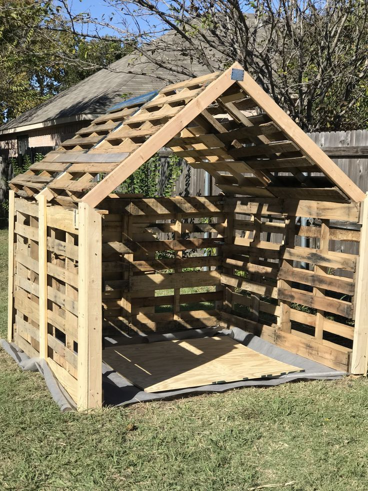 Small Shed Made Of Pallets For My Riding Lawn Mower It Turned Out