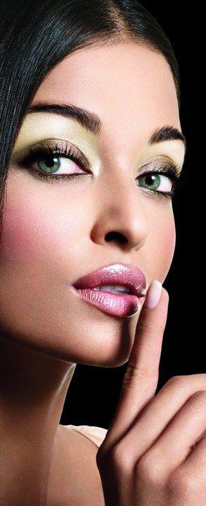 Shhhhh !!! / Aishwarya Rai. What is not to love??