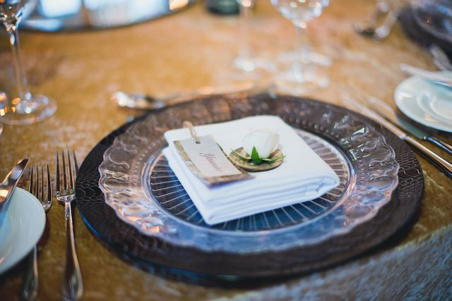 Black charger plate   Laura Power Photography   see more on: http://burnettsboards.com/2014/07/eclectic-wedding-historic-manor-house/