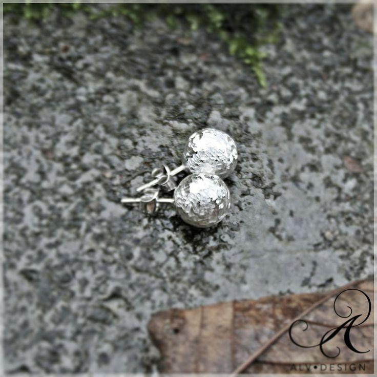 Handgjorda silverörhängen. Vackra likt frost och dagg. Välkommen att se mer i webbutiken www.alvdesign.se