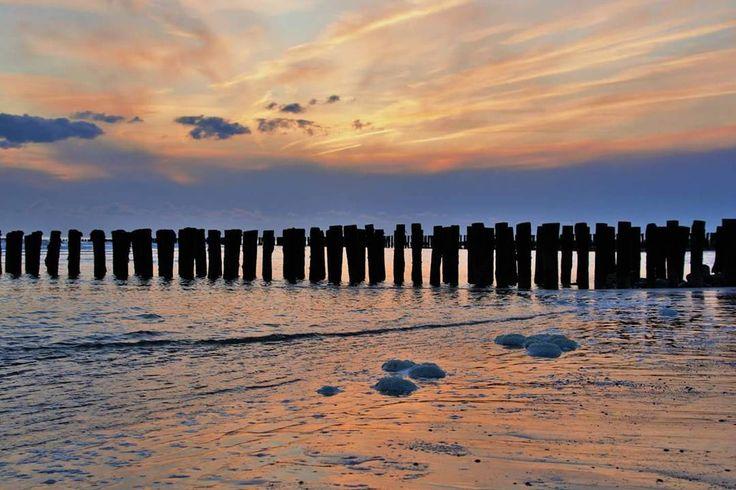 #ondergaandezon #sunset #nollestrand #vlissingenbeach #vlissingen #lovevlissingen #lovezeeland #zeeland #walcheren #sea #zee #strand #beach #pixzeeland #omroepzeeland #fanvanzeeland #pzcredactie #vvvzeeland #hartvanvlissingen #onsvlissingen #vlissingeninbeeld #photography #fotografie #pictures http://tipsrazzi.com/ipost/1505963159620472228/?code=BTmQYPGAM2k