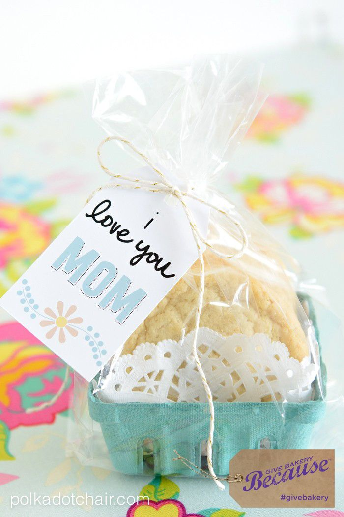 Love this idea from @polkadotchair ! Cookies from the grocery store, adorable packaging and a gift tag make for a sweet and simple Mother's Day Gift! #GiveBakery