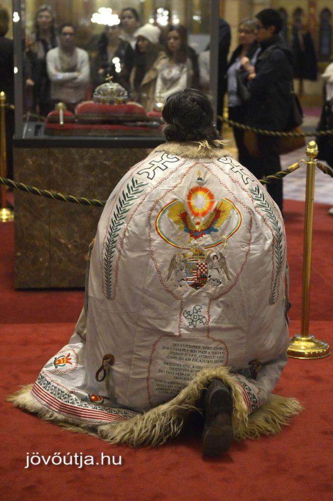 A Szentkorona Őfelsége és az Ország Subája