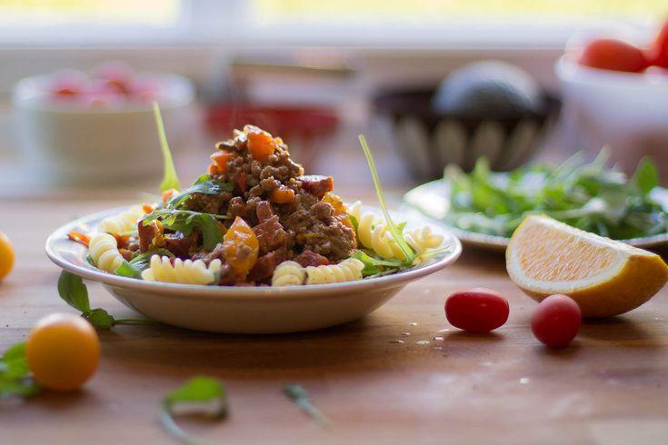 Fusilli med kjøttdeig og chorizo i tomat- og appelsinsaus