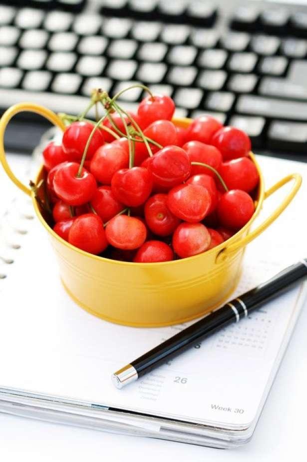 10 Healthy (& Yummy) Study Snacks | Her Campus